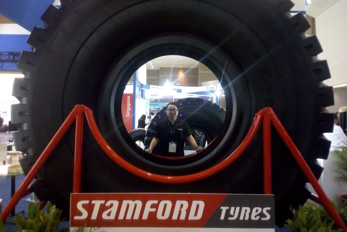 PT Stamford Tyres Distributor Indonesia Dispaly Giant Tire Radial Maxam Tipe 57 di Mining Expo 2019
