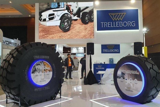 Hadir di Event Mining Indonesia 2019, Trelleborg Indonesia Perkenalkan Line Up Ban Untuk Mining